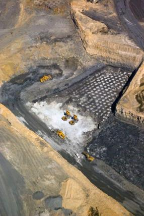w_Mining_-_surface_aerial_286_428_75